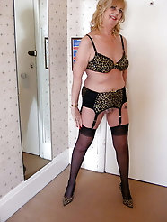 Mature g-i-l-fs are posing undressed on photo