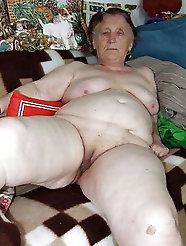 Real older cougar is getting nude