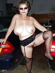cougar having perfect titties