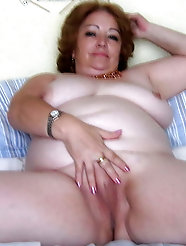 Mad older GILFs are posing nude on pix