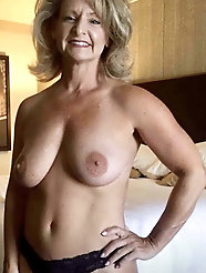 French mature mom with slippery cunt