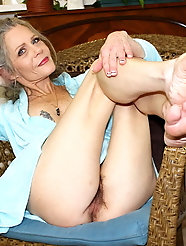 Big breasted older GFs are fingering their sloppy twat