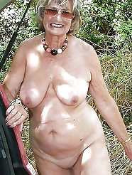 Fascinating old cougar gets undressed